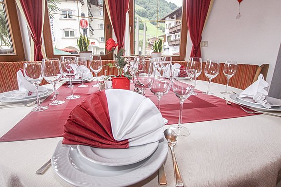 Atmosphere - Set table Hotel Waldhof in the Zillertal valley