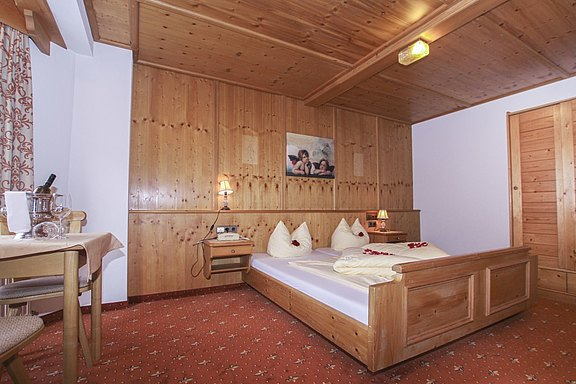 Rooms and Suites - Hotel Waldhof in the Zillertal valley