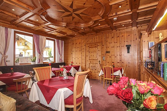 Atmosphere - Breakfast room Hotel Waldhof in the Zillertal valley